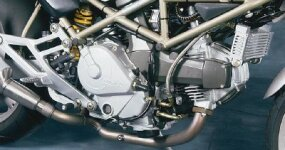 Monster engines were available in displacements of 600 cc, 750 cc, and 900 cc.