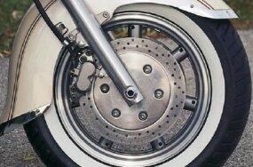 Large brake discs hide seven-spoke cast wheels.