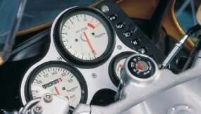 The 1998 Triumph T595 speedometer went to 180 mph, the tach redlined at 10,500 rpm.