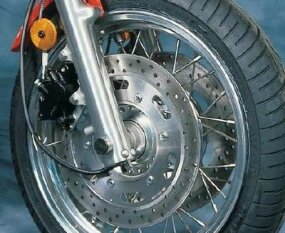 The Thunderbird Sport's spoked wheels held dual 12-inch disc brakes in front.