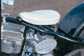 Beneath the Bad Moon's hot-rod style pleated seat resides an oval oil tank with diamond-plate end caps.