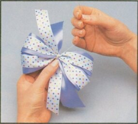 Sew the bow together.