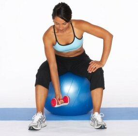 how to do a concentration curl on stability ball