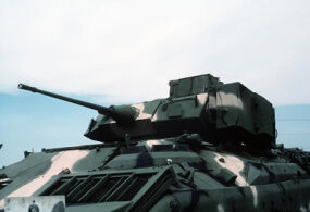 Close-up view of the 25mm chain gun mounted on the top of a U.S. Army M3 Bradley