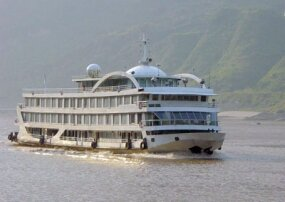 Luxury tourist riverboat on the Yangtze River (Chang Jiang).