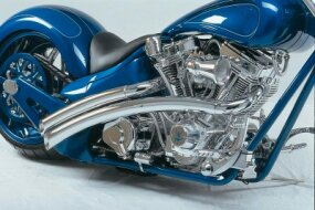 Cooling fins on DD Custom Cycles Pro Street's S&S V-twin are diamond-cut for added pizzazz.