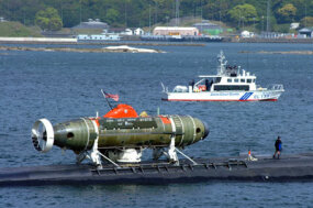 The fast attack submarine, USS La Jolla, with the Deep Submergence Rescue Vehicle Mystic attached.