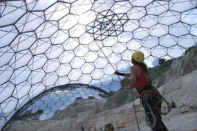 Workers finishing Eden's largest dome, in June 2000