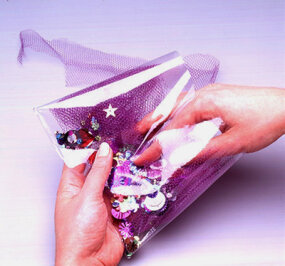 Pour the sequins into the netting and insert it into the vinyl.