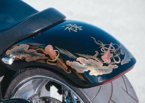 The paint job is what really sets a machine apart, and this guitar theme -- based on the drawings of a twelfth-century Japanese monk -- does the trick.