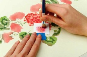 Define the petals using the small petal stencil.