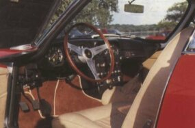 The interior remained similar across the Lamborghini GT line, with both the 350 and 400 featuring a 3-spoke steering wheel and a formidable instrument panel.