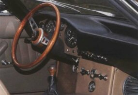 The interior of the Islero featured more headroom than previous models and a more subdued but equally adequate instrument panel.