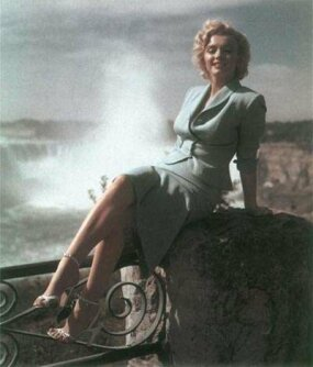 Marilyn Monroe and Niagara Falls: the meeting of two great natural wonders.