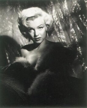Fox emphasized the glamorous aspect of Marilyn's nature.