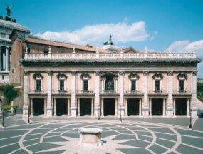 Palazzo dei Conservatori features Corinthian pilasters.