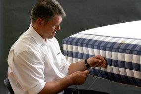 """在过去的一个半世纪里,Vividus床垫和床架的工艺已经臻于完美。""""border="""