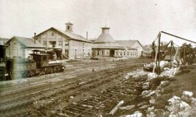 The B&O's division locomotive shop complex at Martinsburg, West Virginia, represents a typical midsized railroad facility of the 1870s. The covered roundhouse was a garage for engines; the rectangular buildings housed workshops and machinery.