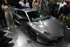 The Murcielago LP640, the Reventon's less expensive cousin. The Lamborghini Reventon at the 2007 International Auto Show in Frankfurt, Germany.