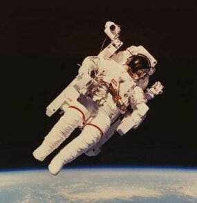 Astronaut Bruce McCandless II floated freely in space while testing the Manned Maneuvering Unit (MMU) during an early shuttle flight.