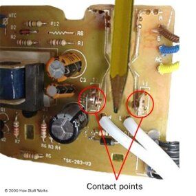 Toaster circuit board with contacts engaged