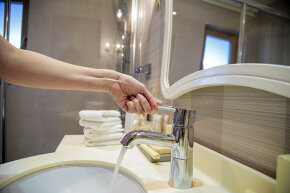 Providing a new towel for each handwashing could go a long way to preventing the spread of bacteria.