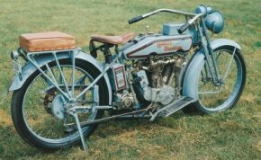 Though there were many stylistic changes in the 1916 Harley-Davision J, there were few noteworthy mechanical advancements.