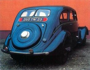 The flat deck lid of this 1937 Peugeot 402 has an integral spare tire cover.