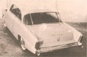 The redesigned Willys hardtop concept car had a Studebakerish tail featuring lengthened fenders and downsloped deck.