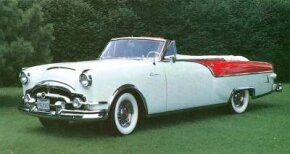 The 1954 Packard Caribbean picked up the body from the 1953, including the short 122-inch wheelbase.