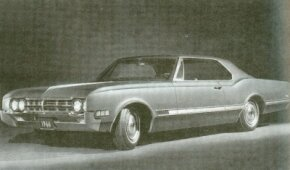 The 1966 Starfire only came in the coupe, which sported a new grille and side trim.