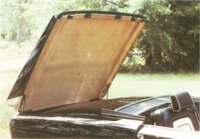 One of the more novel features of the 1955-1957 Gaylord was a retractable hardtop that disappeared into the deck.