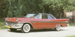The 1957-1959 Chrysler New Yorker received a large 392 hemi engine packing 325 bhp.