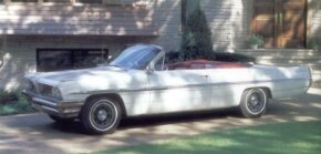 This 1961 Bonneville convertible had much to brag about: Tri-Power 389, four-speed, and aluminum wheels.