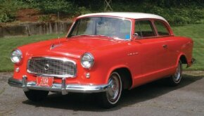 The flatter roof panel, open rear-wheel cutouts, and mesh grille of the 1958 Rambler American were updates from the 1955 Nash Rambler.