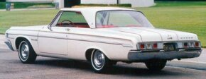 The extensive facelift of the B-body for 1964 included a new two-door hardtop roof.
