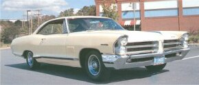 In 1965, all full-size Pontiacs received curvy new styling, and the 2+2 package now included a 421-cid V-8 in place of the previous 389.