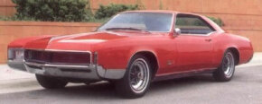 The 1966 Buick Riviera carried its parking lights at the extreme outer edges, within the fenders, continuing a theme set with the 1963-1964 Rivieras.