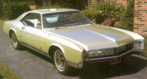 The Buick Riviera received only a mild cosmetic update for 1967. Most notable was a bold mid-height horizontal bar running across the grille.