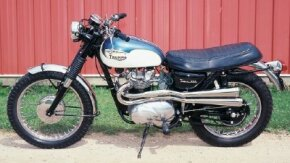 Two-tone paint was a trademark of the Triumph Tiger design.