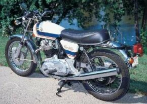 The 1976 Norton Commando was a relatively lightweight motorcycle, which benefited performance.