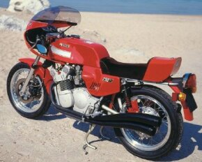 The 750Ss America had blockier styling than earlier MV 750s. This one wears an accessory half-fairing.