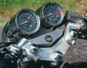 The clip-on handlebars were inspired by high-speed racing bikes of the 1960s.