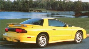 The 1993 Pontiac Firebird had numerous technical improvements, including a fortified safety cage and Solar Ray glass.