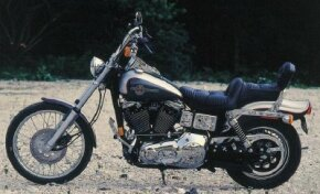 The FXDWG Wide Glide's two-tone silver paint scheme replaced the 1980 Wide Glide's flame theme.