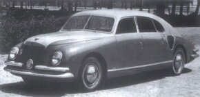 The first Zagato-bodied sedan featured prominent vents for the 8C's rear side-mounted radiators.