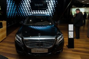 Mercedes' ultra-fancy S-Class vehicles got a little more robotic in 2013.