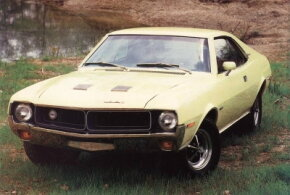 "Javelin received a mild facelift for 1970, highlighted by a ""twin-venturi"" grille, revised hood, new wheel covers, and reshuffled trim."