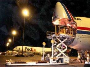Loading cargo through the nose of a 747-400