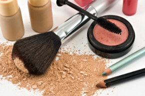 Makeup Tips Image Gallery Could your makeup cause an allergic reaction? See more pictures of getting beautiful skin.
